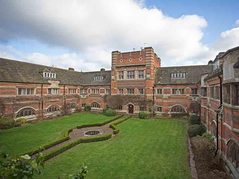 Школа Сент Албанс Белл,<br/>Великобритания